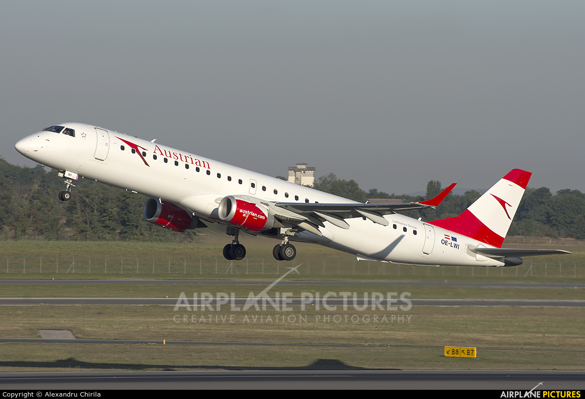 Austrian Airlines/Arrows/Tyrolean OE-LWI aircraft at Vienna - Schwechat