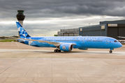 Etihad B787 wears new Manchester City livery title=