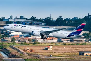 CC-BGM - LATAM Chile Boeing 787-9 Dreamliner