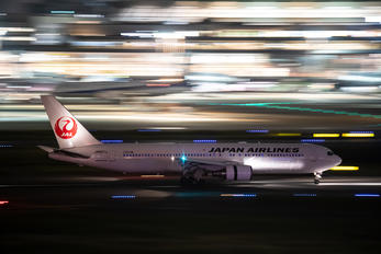 JA657J - JAL - Japan Airlines Boeing 767-300ER