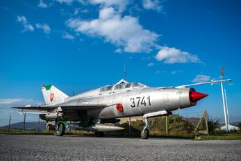 3741 - Slovakia -  Air Force Mikoyan-Gurevich MiG-21UM