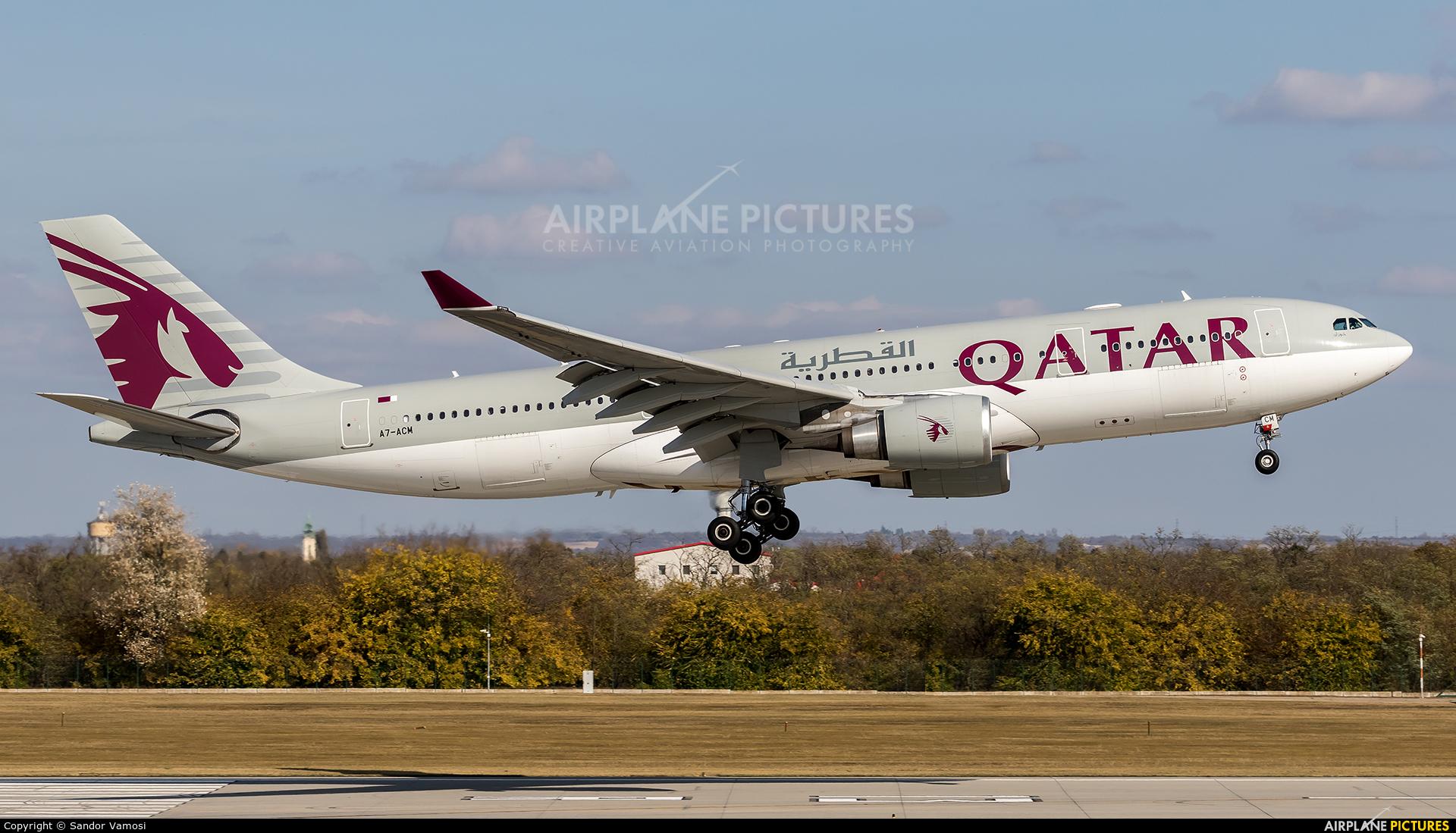 Qatar Airways A7-ACM aircraft at Budapest Ferenc Liszt International Airport