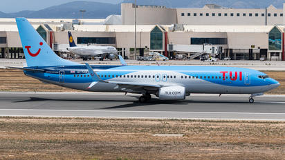 G-TAWS - TUI Airways Boeing 737-800
