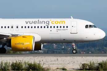 EC-MZT - Vueling Airlines Airbus A320 NEO