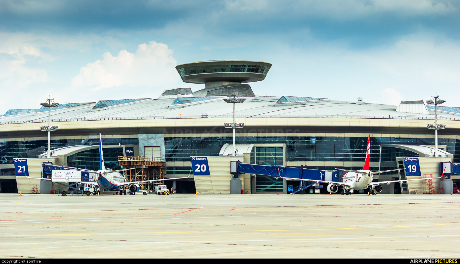 - Airport Overview - aircraft at Moscow - Vnukovo