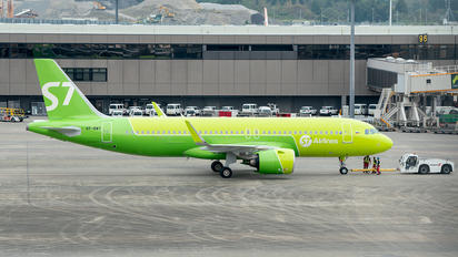VP-BWT - S7 Airlines Airbus A320