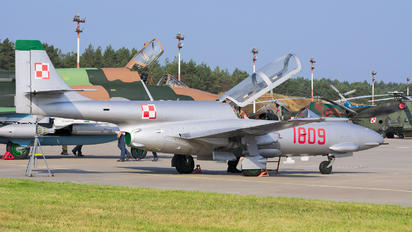 1809 - Poland - Air Force PZL TS-11 Iskra
