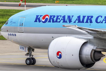 HL8076 - Korean Air Cargo Boeing 777F