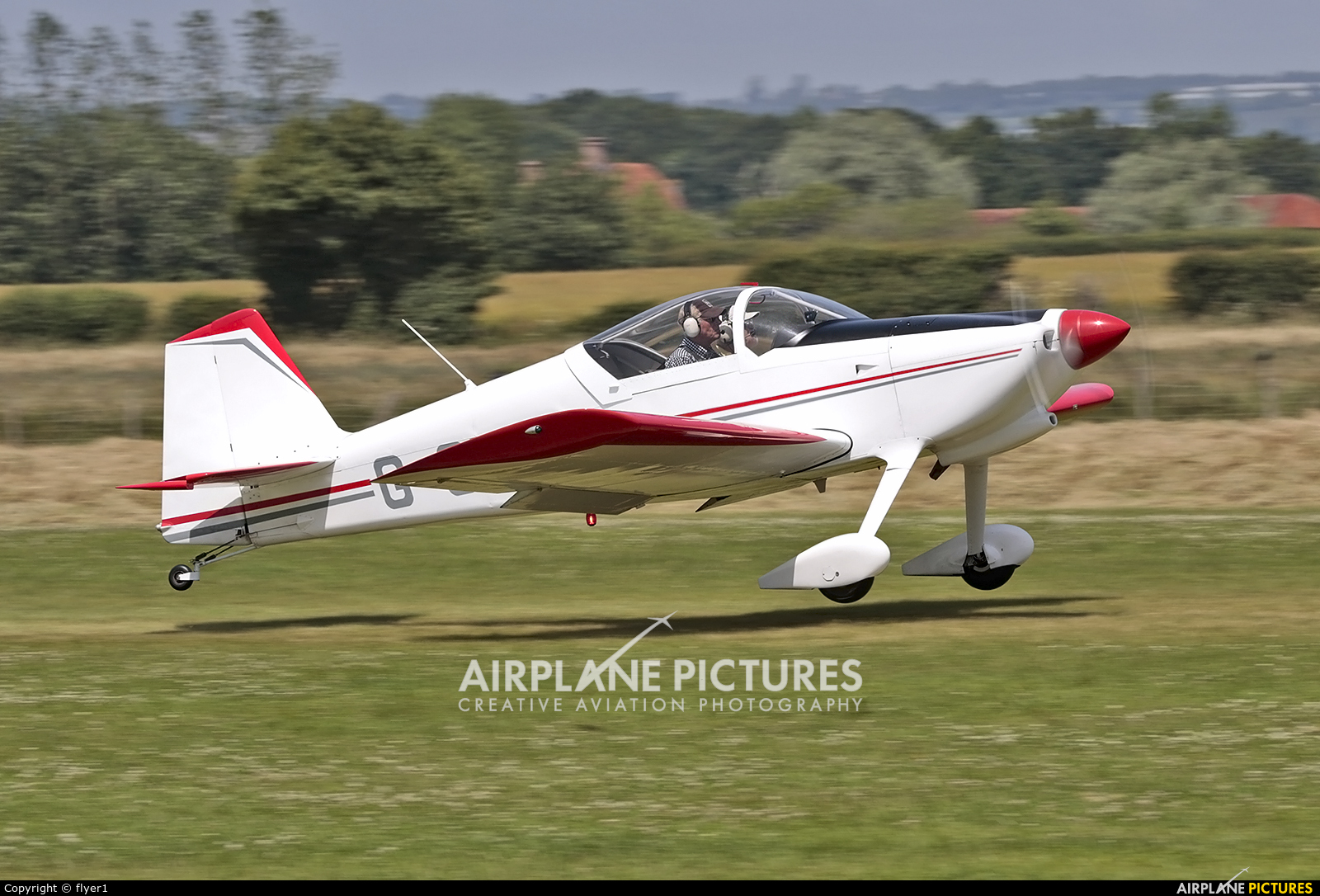 Private G-CHFG aircraft at Lashenden / Headcorn