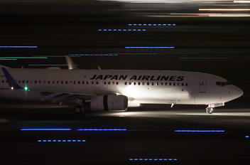 JA347J - JAL - Japan Airlines Boeing 737-800