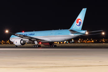 HL825I - Korean Air Cargo Boeing 777F