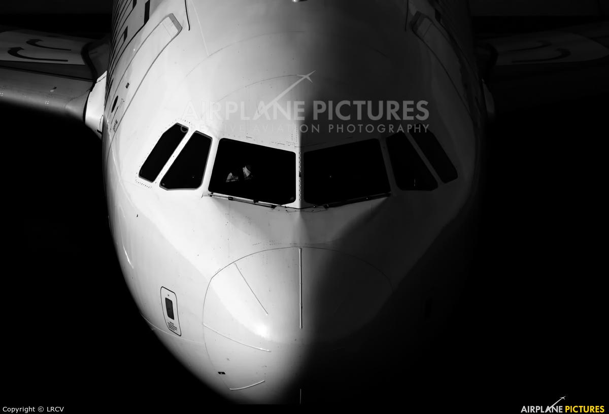 Wizz Air HA-LWP aircraft at Craiova