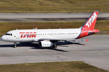 PR-MBZ - TAM Airbus A320