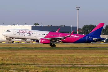 HA-LXG - Wizz Air Airbus A321