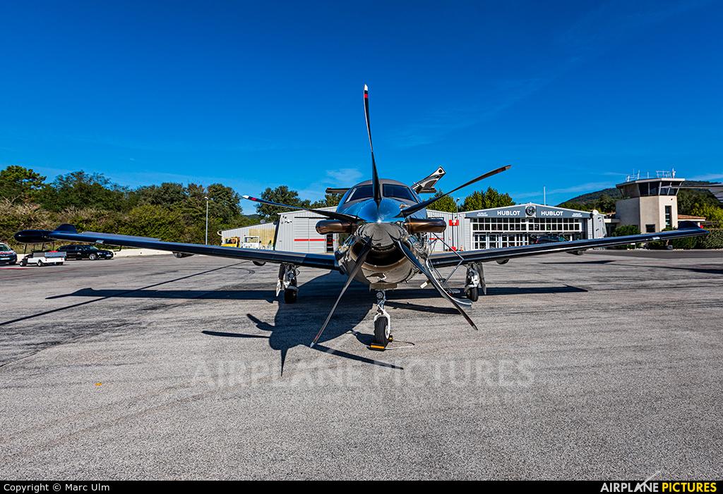 Private HB-FXG aircraft at St. Tropez - La Mole