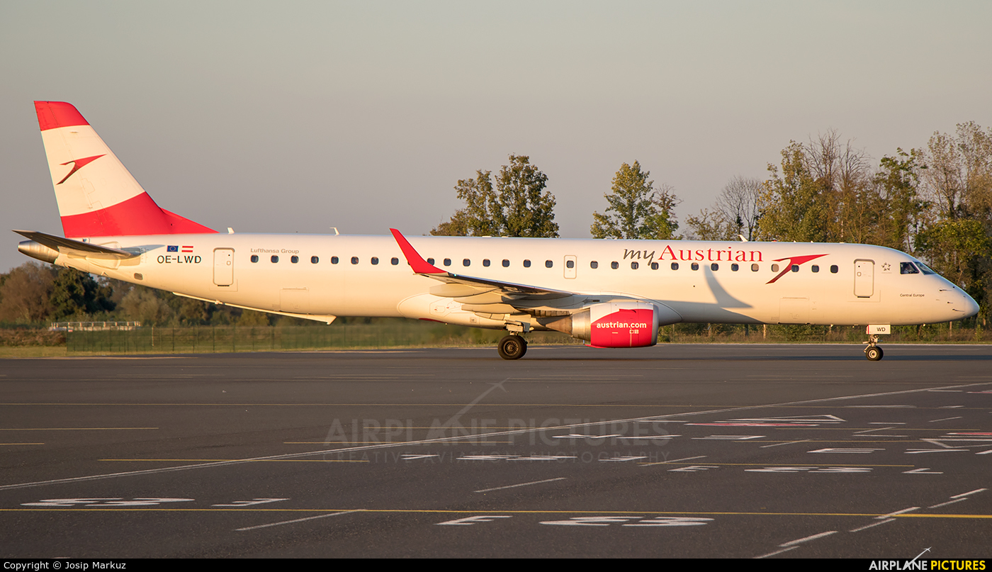 Austrian Airlines/Arrows/Tyrolean OE-LWD aircraft at Zagreb