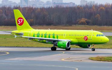 VP-BHI - S7 Airlines Airbus A319