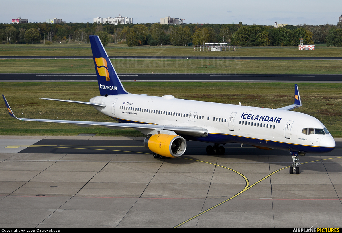 Icelandair TF-ISY aircraft at Berlin - Tegel