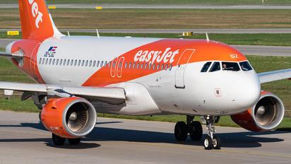 OE-LSZ - easyJet Europe Airbus A319