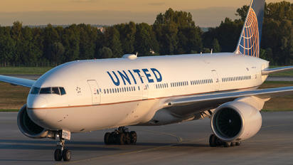 N229UA - United Airlines Boeing 777-200ER