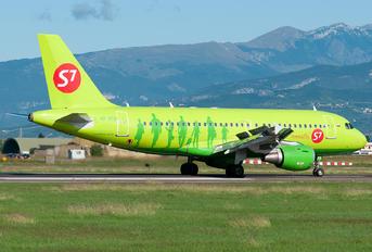 VP-BTQ - S7 Airlines Airbus A319