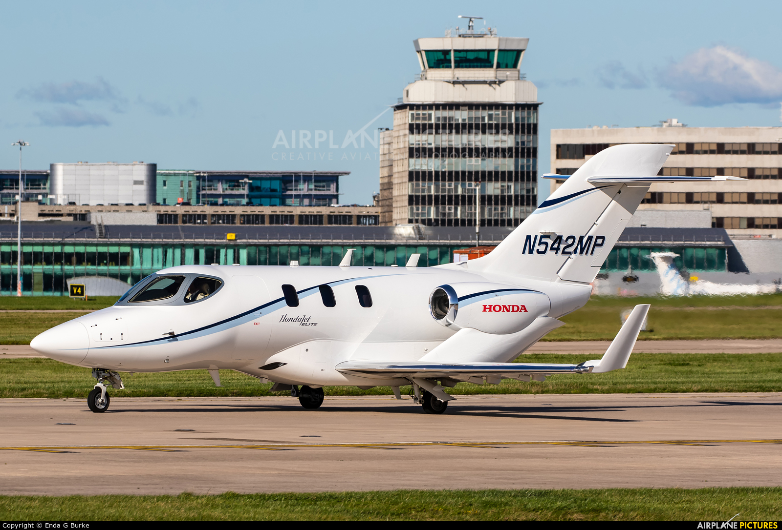 Private N542MP aircraft at Manchester