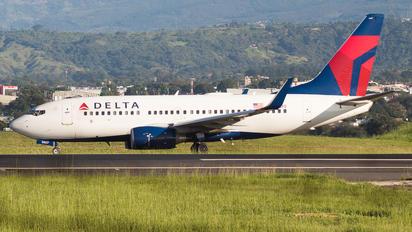 N307DQ - Delta Air Lines Boeing 737-700