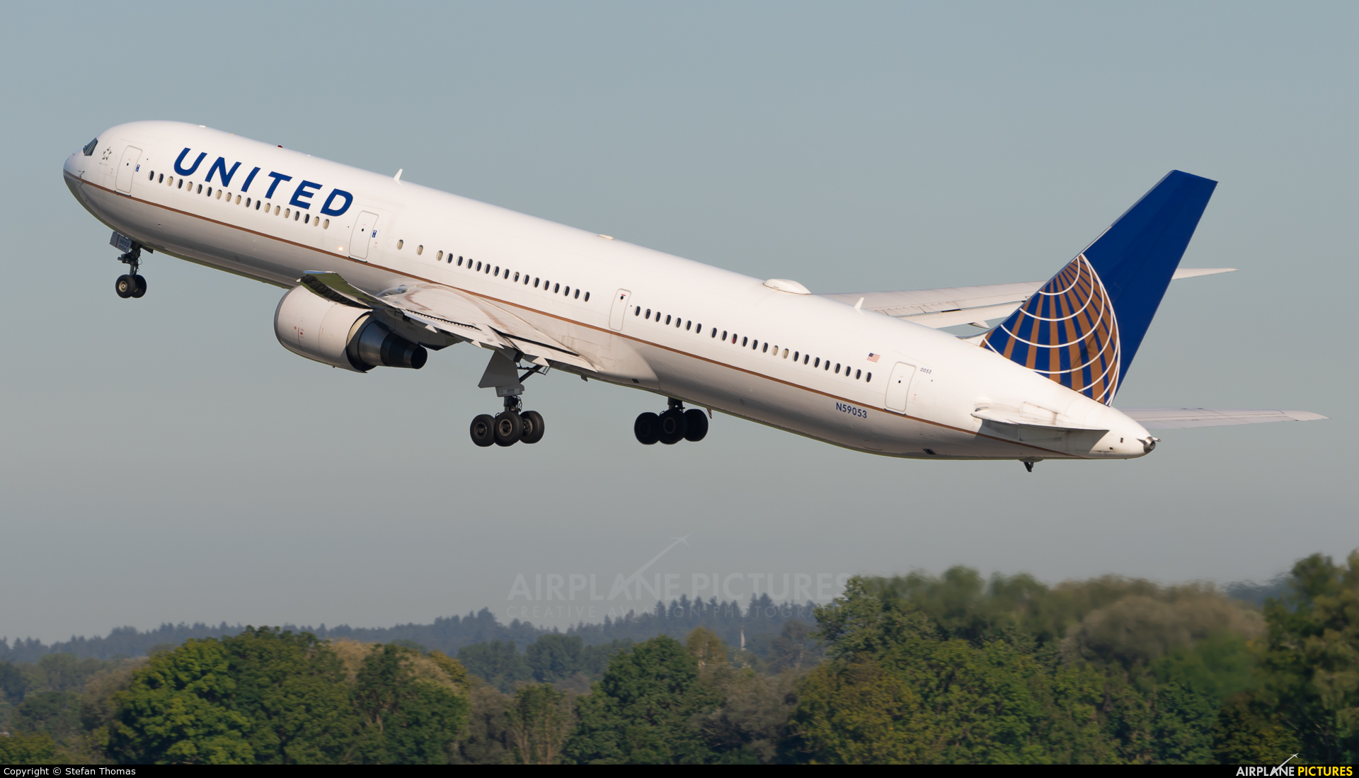 United Airlines N59053 aircraft at Munich
