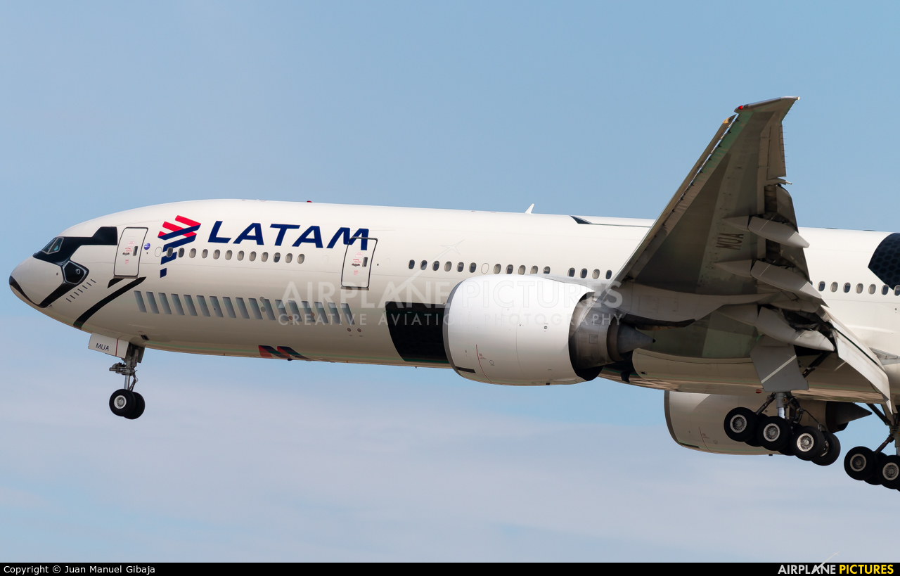 TAM PT-MUA aircraft at Madrid - Barajas