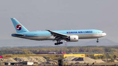 HL8251 - Korean Air Cargo Boeing 777F