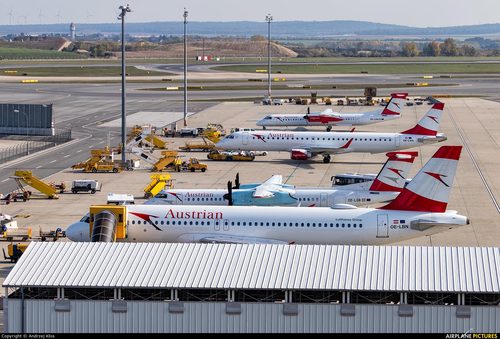 - Airport Overview - aircraft at Vienna - Schwechat