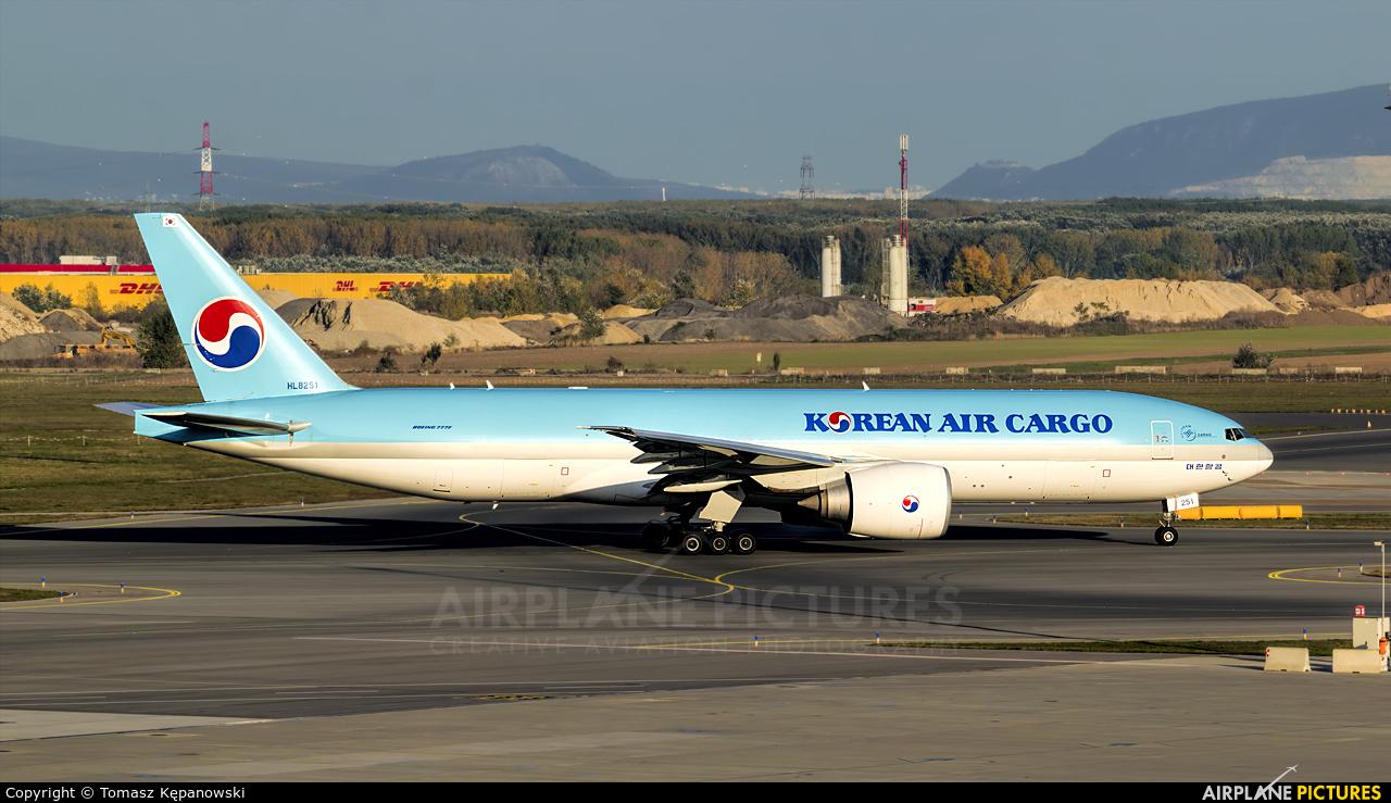Korean Air Cargo HL8251 aircraft at Vienna - Schwechat
