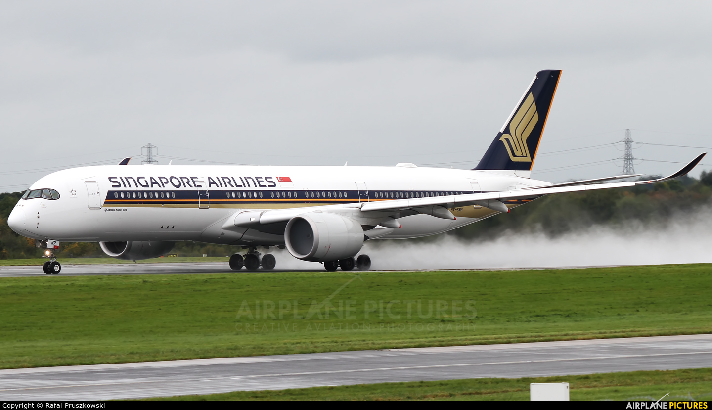 Singapore Airlines 9V-SMP aircraft at Manchester