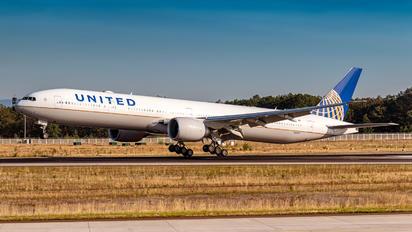 N2846U - United Airlines Boeing 777-300ER