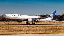 N2846U - United Airlines Boeing 777-300ER aircraft