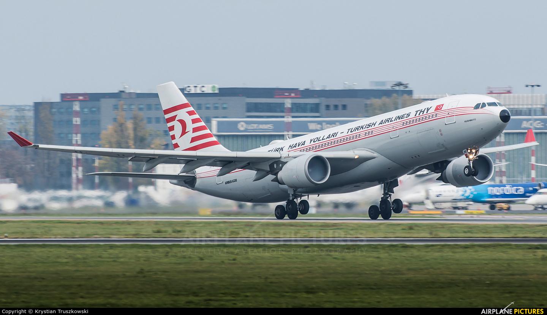 Turkish Airlines TC-JNC aircraft at Warsaw - Frederic Chopin