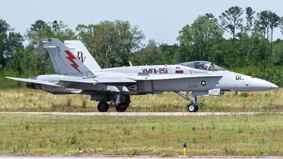 164212 - USA - Marine Corps McDonnell Douglas F-18C Hornet