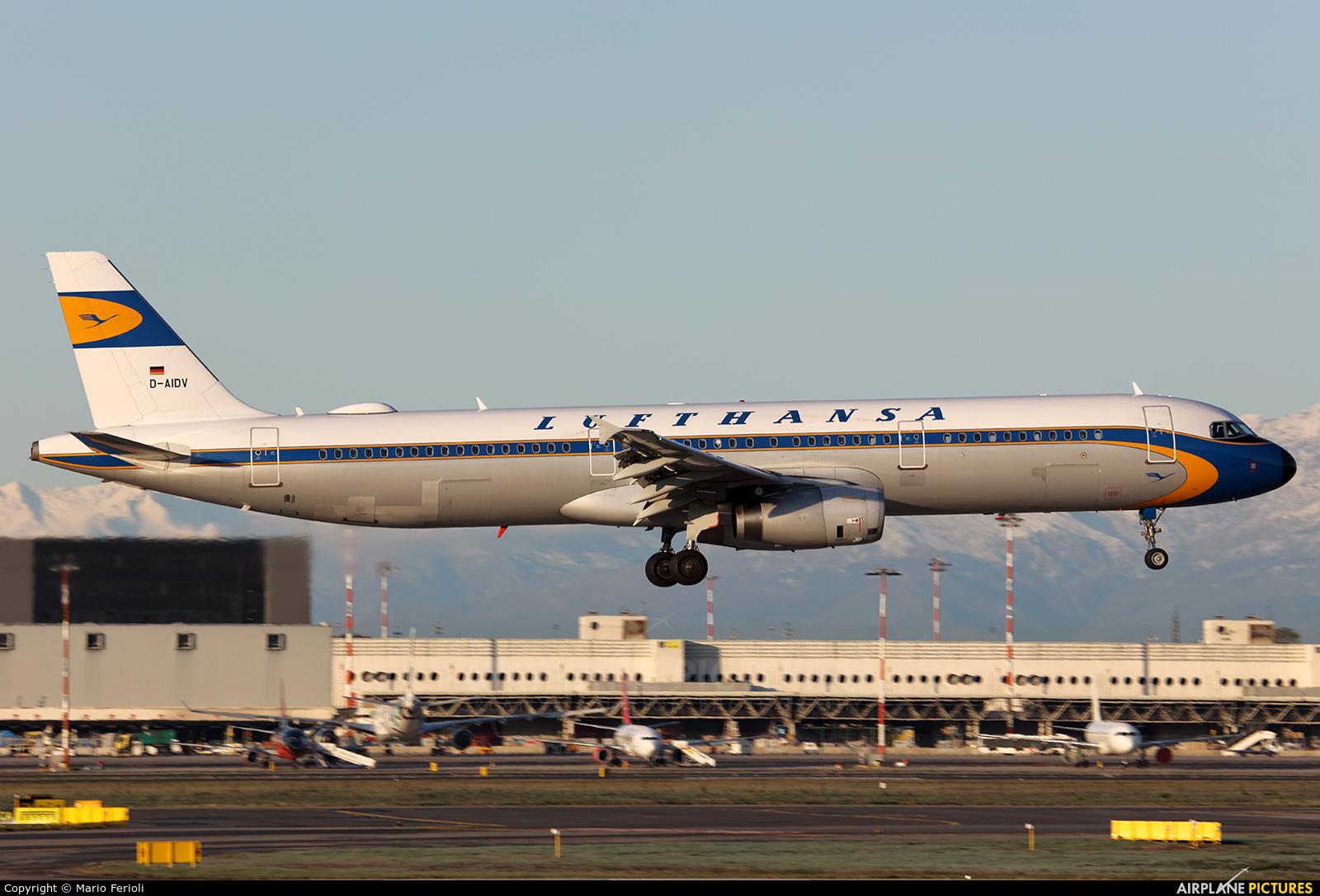 Lufthansa D-AIDV aircraft at Milan - Malpensa