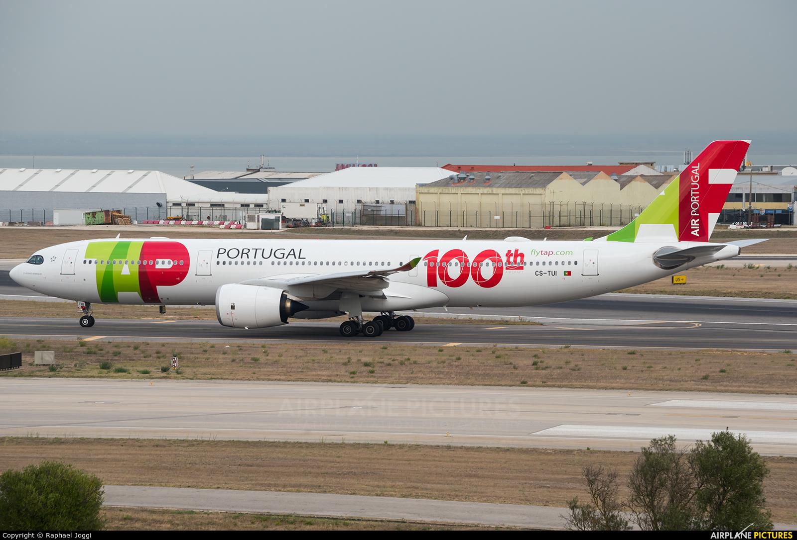 TAP Portugal CS-TUI aircraft at Lisbon