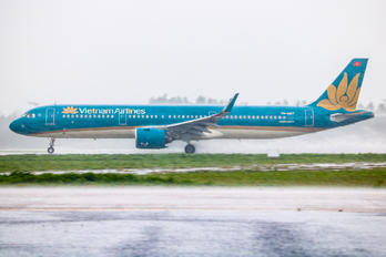 VN-A617 - Vietnam Airlines Airbus A321 NEO
