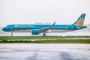 VN-A617 - Vietnam Airlines Airbus A321 NEO aircraft