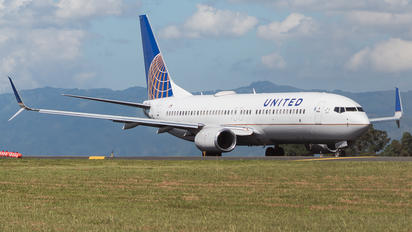 N77537 - United Airlines Boeing 737-800