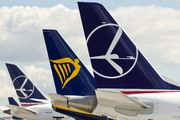 EPKK - LOT - Polish Airlines - Airport Overview - Apron aircraft