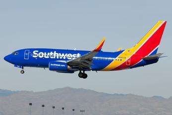 N7853B - Southwest Airlines Boeing 737-700
