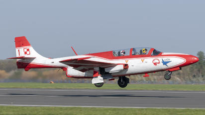 3H 2011 - Poland - Air Force: White & Red Iskras PZL TS-11 Iskra