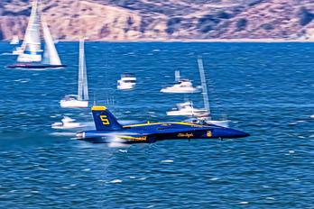 162411 - USA - Navy : Blue Angels McDonnell Douglas F/A-18C Hornet