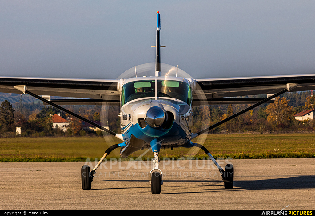 Private N105VE aircraft at Wels