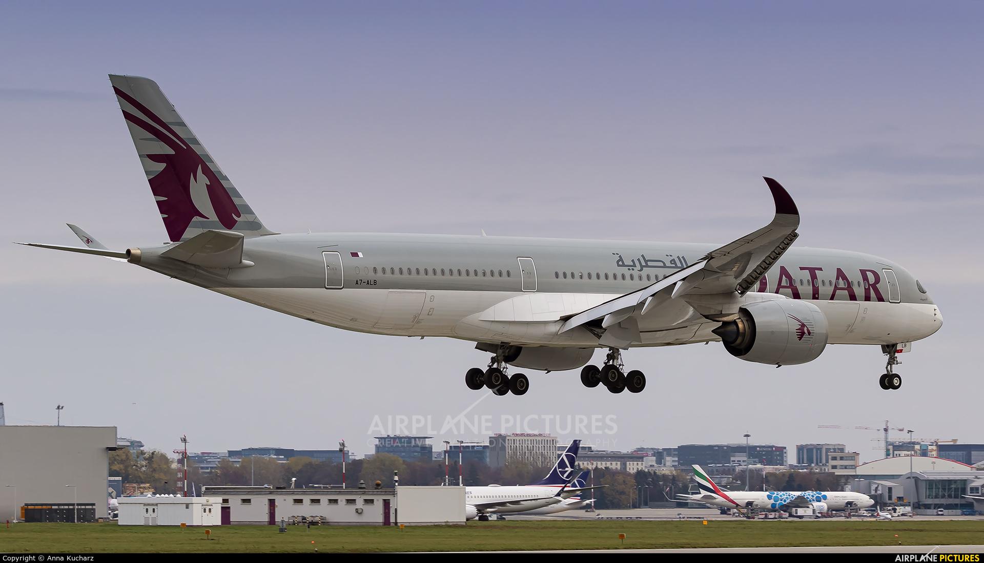 Qatar Airways A7-ALB aircraft at Warsaw - Frederic Chopin