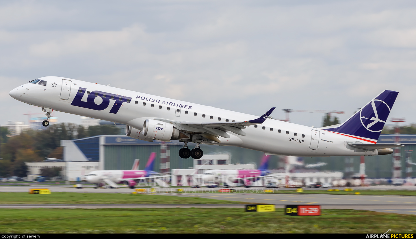 LOT - Polish Airlines SP-LNP aircraft at Warsaw - Frederic Chopin