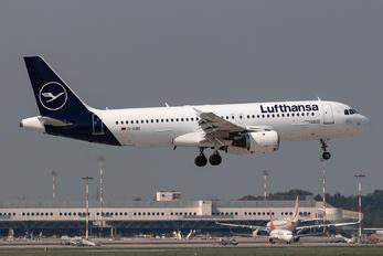 D-AIQS - Lufthansa Airbus A320
